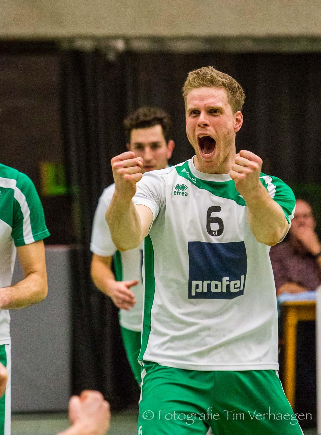 20170403: Wouter Verhees van Avoc Achel juicht na een punt tegen Duvel Puurs in liga B van het volleybal.