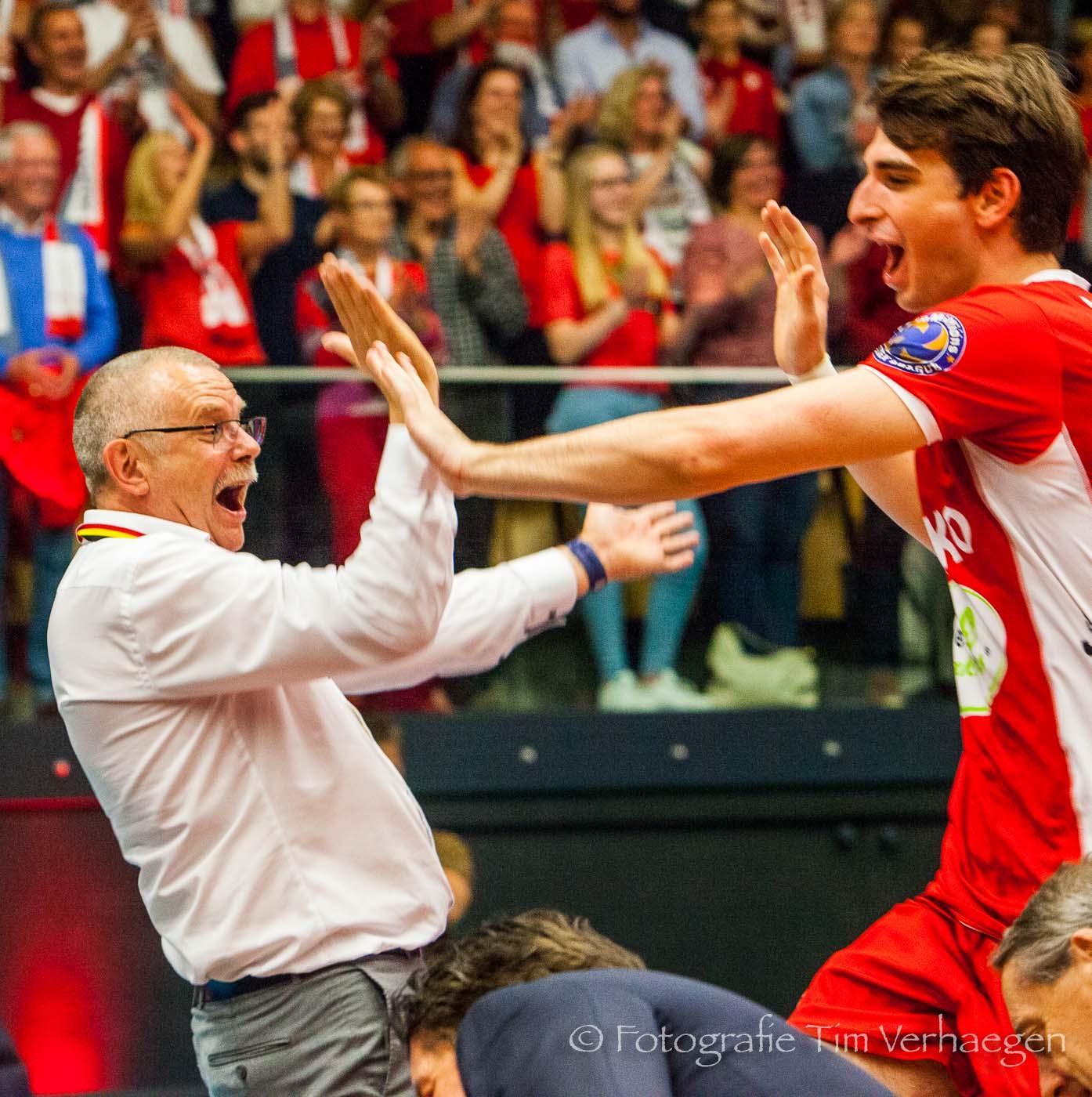 20182804: Ivo Rutten van Noliko Maaseik viert in de Steengoed Arena de titel in de EuroMillions Volley League.